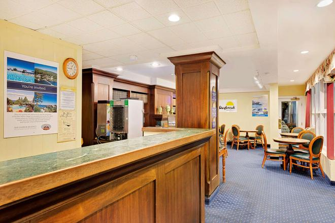 Days Inn by Wyndham Bar Harbor - Bar Harbor - Front desk