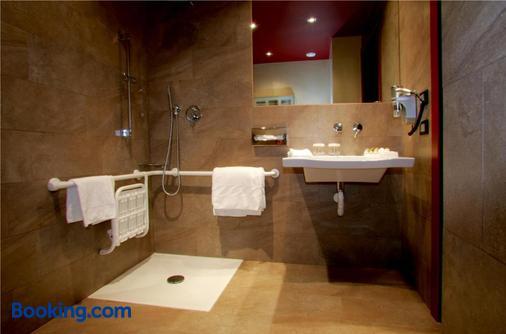 Hilton Garden Inn Lecce - Lecce - Bathroom