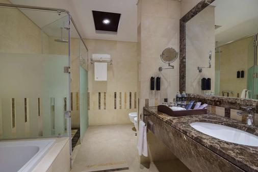 Jannah Burj Al Sarab - Abu Dhabi - Bathroom