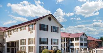 Super 8 by Wyndham Sevierville Riverside - Sevierville - Edificio