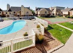 Hawthorn Suites by Wyndham Wichita East - Wichita - Pool