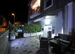 Apartments & Rooms Villa Maslina - Trogir - Pati