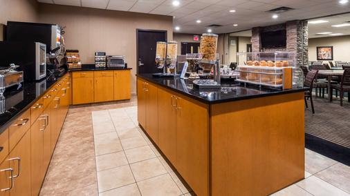 Best Western Plus South Edmonton Inn & Suites - Эдмонтон - Шведский стол