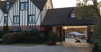 Albury Manor House - Albury