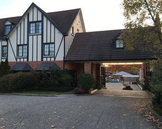 Albury Manor House - Albury - Building