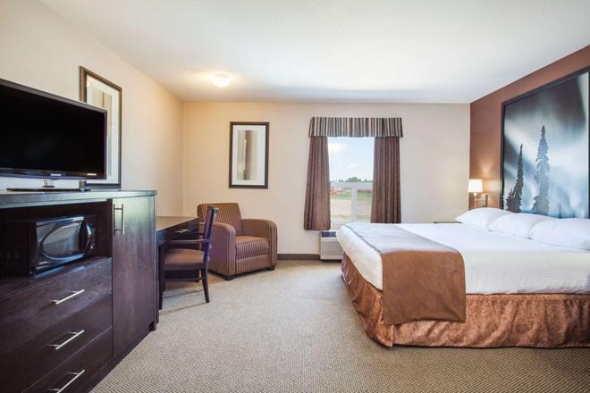 Super 8 by Wyndham Meadow Lake - Meadow Lake - Bedroom