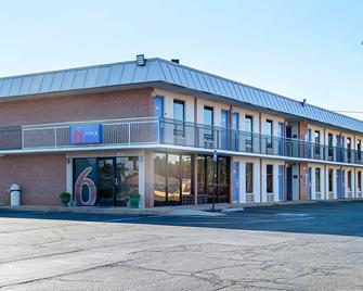 Motel 6 Perry - Perry - Building