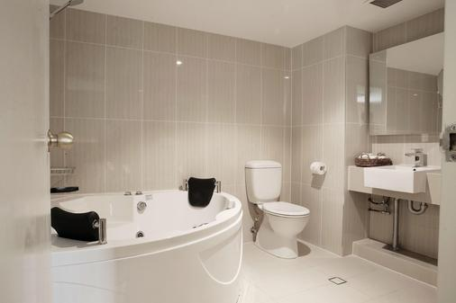 Best Western Plus Hotel Diana - Brisbane - Bathroom