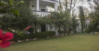 whistling meadows resort - Ahmedabad - Vista del exterior