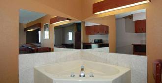 Knights Inn & Suites St Clairesville - Saint Clairsville - Bedroom