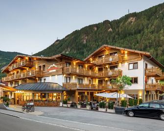 Hotel Riederhof - Ried im Oberinntal - Gebäude