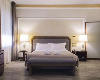 Grand Hotel Excelsior - Reggio Calabria - Schlafzimmer