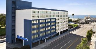 Wyndham Santa Monica At The Pier - Santa Monica - Building
