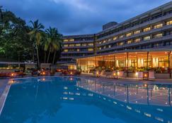 Radisson Blu Mammy Yoko Hotel Freetown - Freetown - Piscina