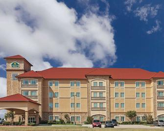 La Quinta Inn & Suites by Wyndham Allen at The Village - Allen - Building