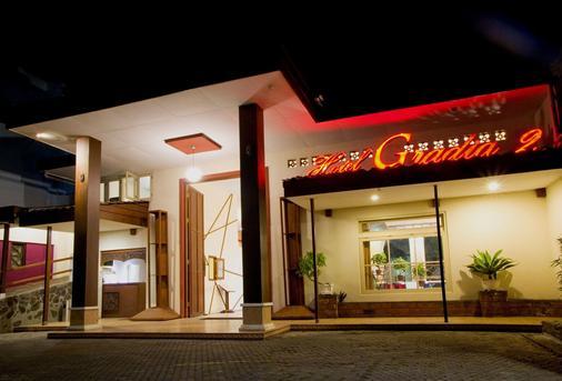 Hotel Gradia 2 - Malang - Toà nhà