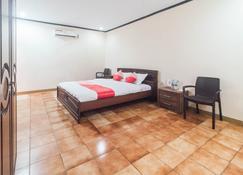 OYO 1688 Collin Beach Hotel - Ambon - Habitación