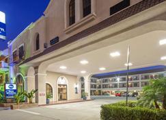 貝斯特韋斯特帕薩迪納皇家套房酒店 - 帕薩迪納 - 帕薩迪納 - 建築