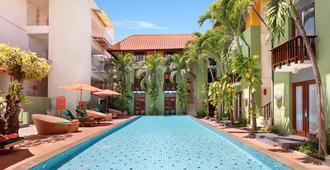 Harris Hotel Tuban - Κούτα - Πισίνα