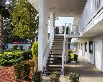 Motel 6 Porterville - Porterville - Building