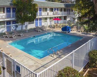 Motel 6 Porterville - Porterville - Pool