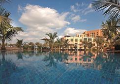 Shangri-La Hotel Qaryat Al Beri, Abu Dhabi - Abu Dhabi - Uima-allas