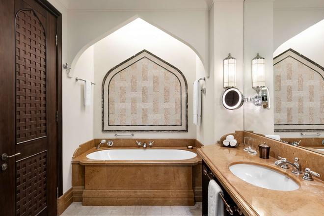 Shangri-La Hotel Qaryat Al Beri, Abu Dhabi - Abu Dabi - Baño