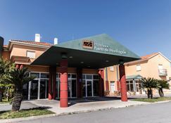 Ele Hotel Puerta De Monfrague - Malpartida de Plasencia - Building