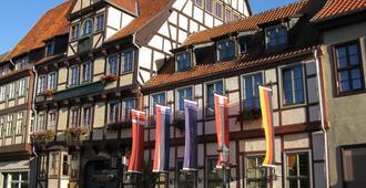 Hotel Zur Goldenen Sonne - Quedlinburg - Edificio