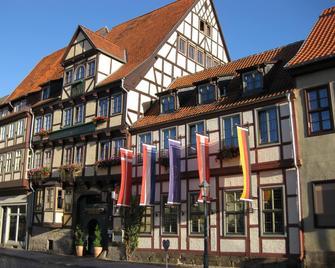 Hotel Zur Goldenen Sonne - Кведлінбург - Building