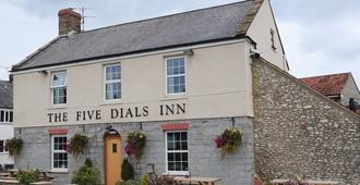 The Five Dials Inn - Ilminster - Building