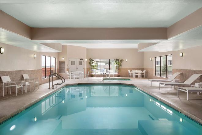 Country Inn & Suites by Radisson Flagstaff, AZ - Flagstaff - Piscina