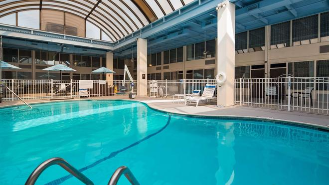 SureStay Plus Hotel by Best Western Albany Airport - Albany - Pool
