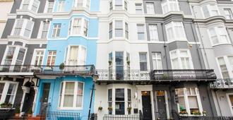 OYO Fab Guest House - Brighton - Building