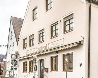 Pension Central - Greding - Edificio