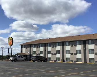 Super 8 by Wyndham Miles City - Miles City - Building
