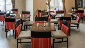 Comfort Suites Southwest - Portland - Ravintola