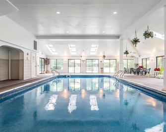 Quality Inn Shelburne-Burlington - Shelburne - Pool