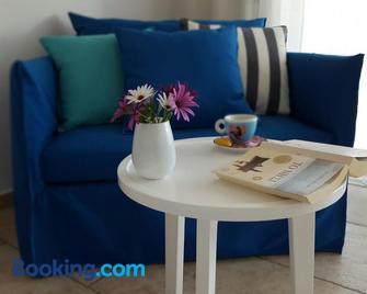 Sideratos Apartments - Karfas - Living room