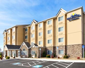 Microtel Inn & Suites by Wyndham Shelbyville - Shelbyville - Building