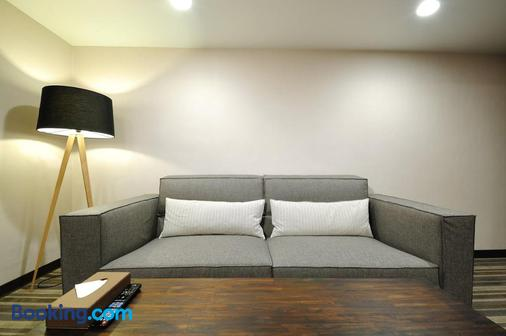 Sun Sweet Hotel - Yilan City - Living room