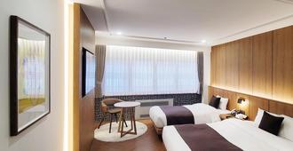 Commodore Hotel Busan - Busan - Bedroom