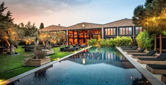 阿拉恰特倉庫酒店 - 阿拉卡提 - 游泳池