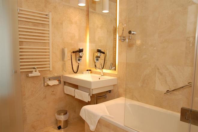 金色鬱金香安娜圓頂酒店 - 克路治 - 克盧日-納波卡 - 浴室