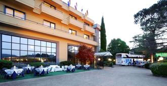 Hotel Cristallo - אסיסי