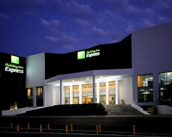 Holiday Inn Express Toluca - Toluca - Building