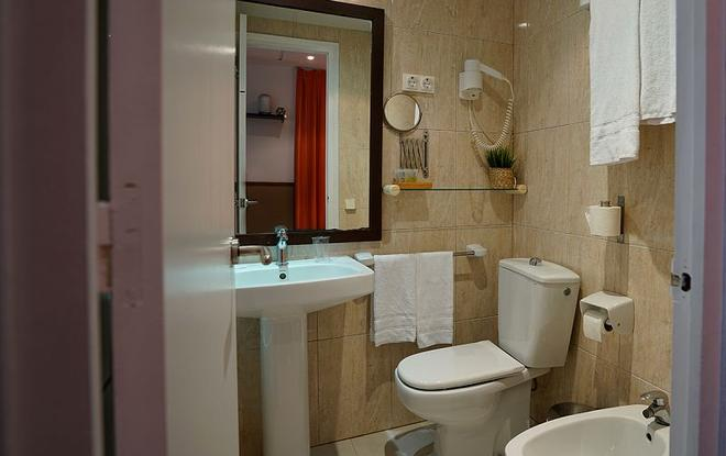 Hotel Adagio Gastronomic - Barcelona - Bathroom
