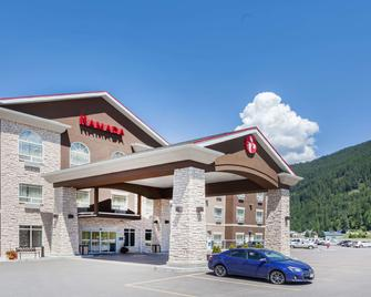 Ramada by Wyndham Creston - Creston - Gebouw