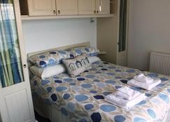 Croft Court 74 - Tenby - Bedroom