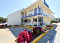 Motel 6 Hartford - Windsor Locks - Windsor Locks - Building